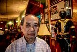 Mr. Billy, proprietor of Thai Restaurant