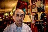 Mr. Billy, proprietor of Thai Restaurant