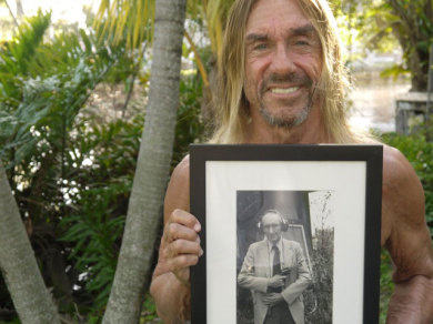 Iggy Pop with photo of William Burroughs