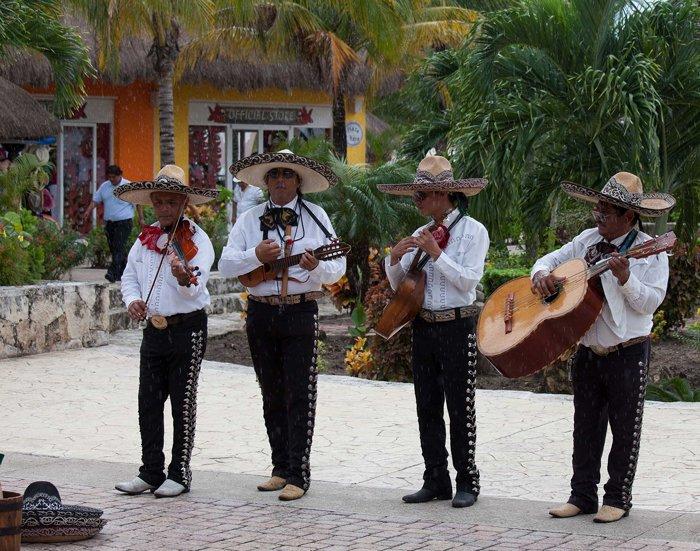 Banda de Mariachis (Foto por Rob Bixby, bajo licencia Creative Commons)
